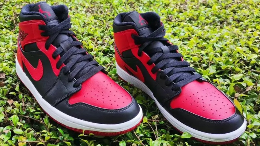 Air-Jordan-1-Mid-Bred-554724-074