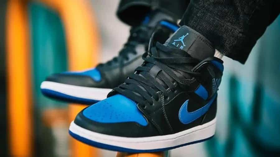 air-jordan-1-mid-royal-blue-554724-068