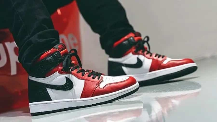 air-jordan-1-retro-high-og-satin-snake-cd0461-601