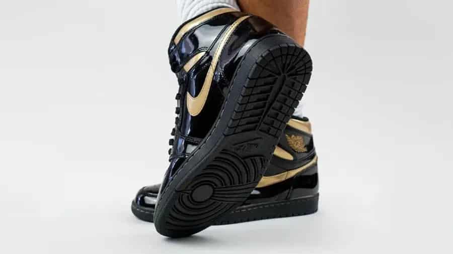 air-jordan-1-high-og-black-gold