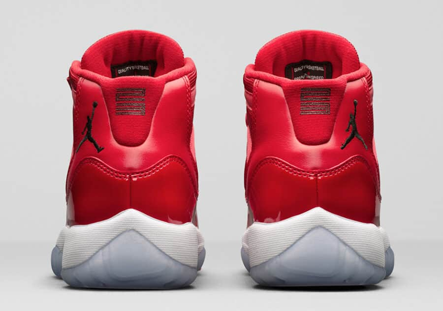 https://sneakerdaily.vn/san-pham/nike-air-jordan-…ke-96-378037-623/ 
