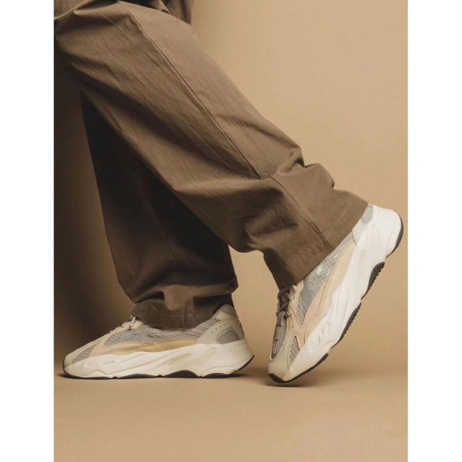 giay-adidas-yeezy-boost-700-v2-cream-gy7924